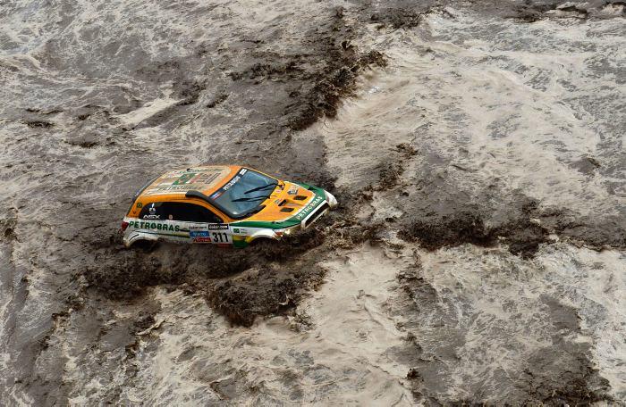 Octava etapa del Dakar-2013 interrumpida por fuertes lluvias. // AFP