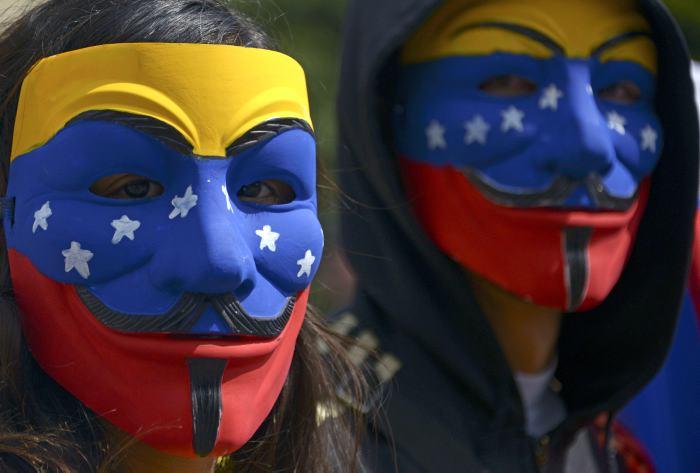 Resultado de imagen de fOTOS DE DISTURBIOS CALLEJEROS EN VENEZUELA