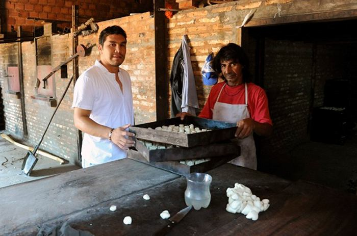 Salvador Cabanas Vendiendo Pan Salvador Cabañas Vende Pan