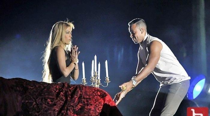 Mujer Se Niega A Darle Beso A Romeo Santos En Pleno Concierto