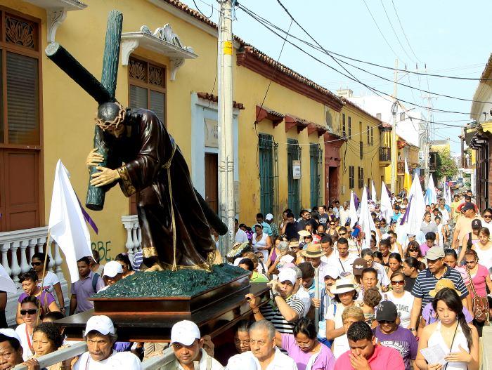 Resultado de imagen para como celebran la semana santa los catolicos