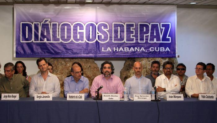 Resultado de imagen de fotos de las negociaciones de paz en la habana entre las farca y el gobierno colombiano