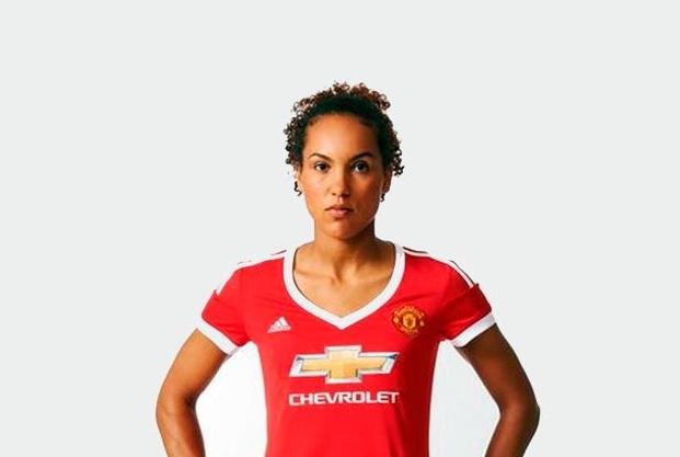 Manchester United causa polémica por su nueva camiseta para mujeres ... fdc168e43023a