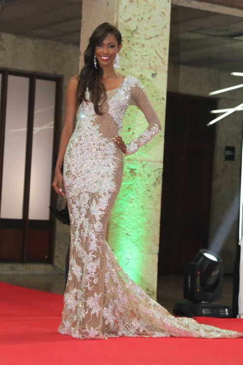 dbaeeabc5d7f Las reinas en vestido de gala   Las reinas en vestido de gala   EL ...