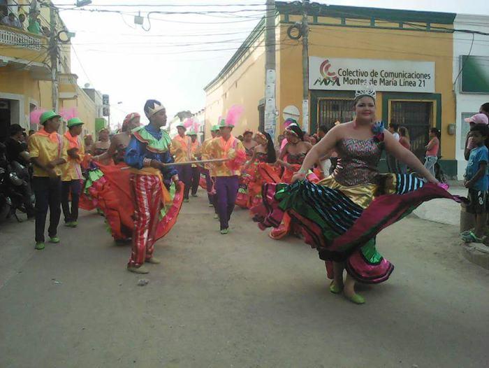 Estudiantes viven la tradicional fiesta de Carnaval en El Carmen de Bolivar - El Universal - Colombia