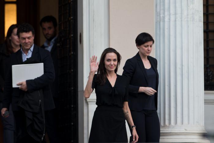 Familiar de Angelina Jolie desmiente rumores de hospitalización por anorexia
