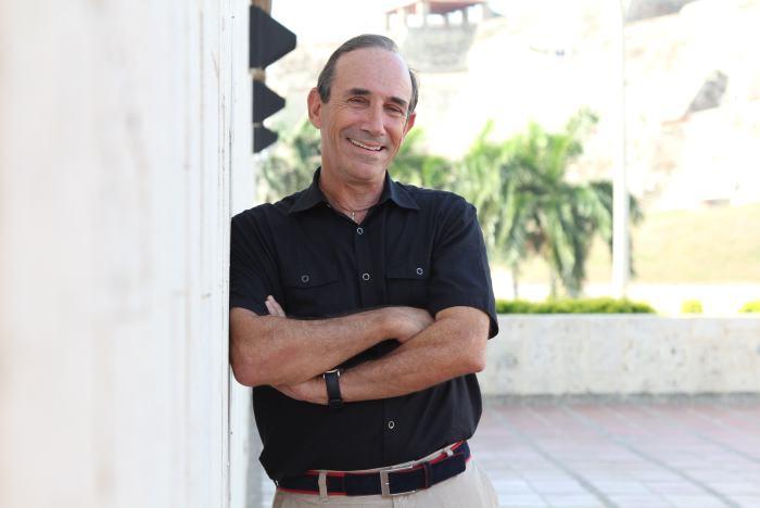 Robert Mykle, escritor y viajero norteamericano presenta hoy su libro
