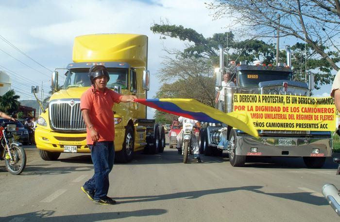 Santos endurece posición frente al paro camionero