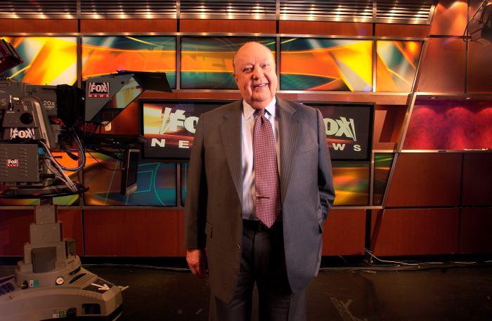 Murdoch dirigirá Fox News tras renuncia de directivo por acoso sexual