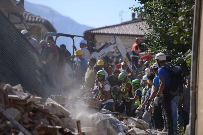 Terremoto en Italia deja 159 fallecidos