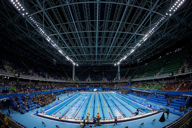 Michael Phelps avanza cuarto a semifinal de 200m mariposa