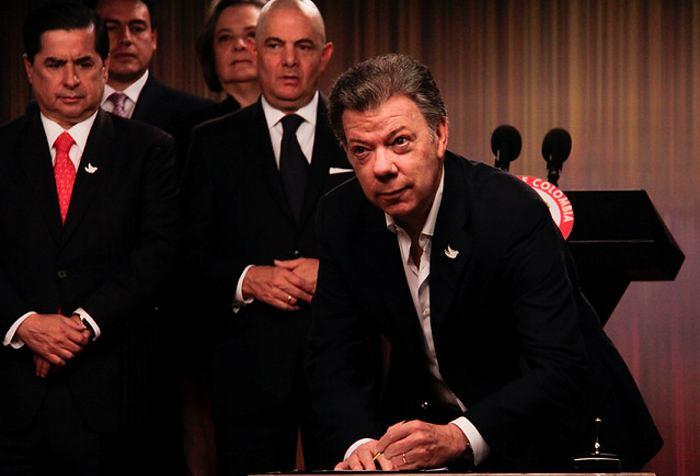 Santos a críticos: Puedo redactar la pregunta que me dé la gana