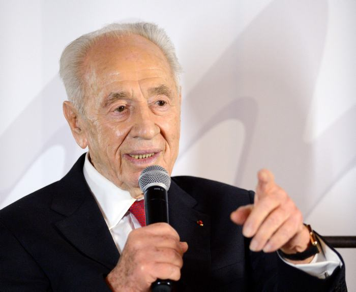 Canciller chino envía condolencias a Israel por fallecimiento de Peres