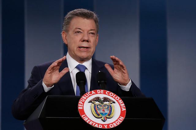 Juan Manuel Santos llama al diálogo a quienes votaron