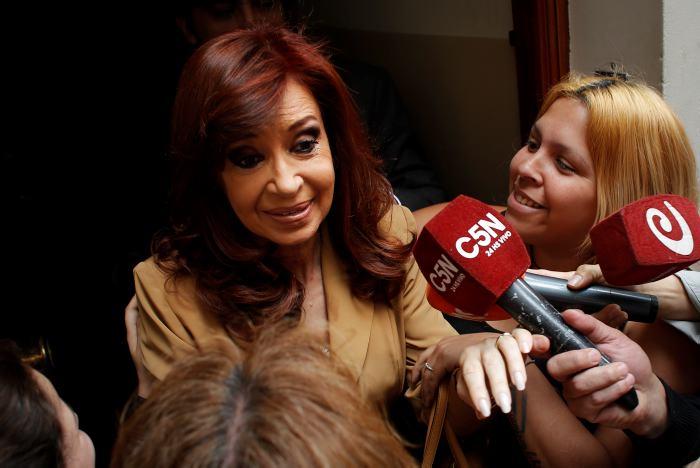 Cristina Fernández dice ser víctima de persecución política