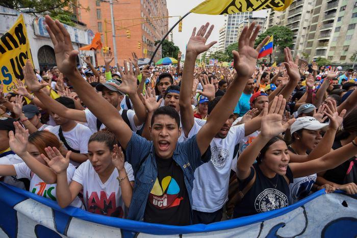 Escenificó Maduro un golpe de Estado