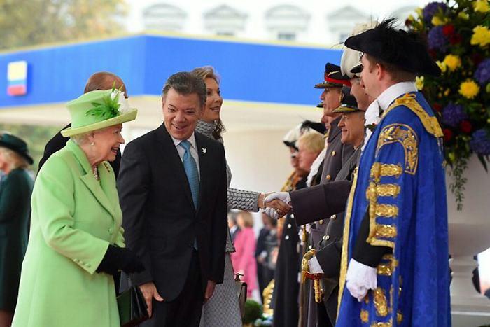 Santos promete a inversores británicos un nuevo acuerdo de paz