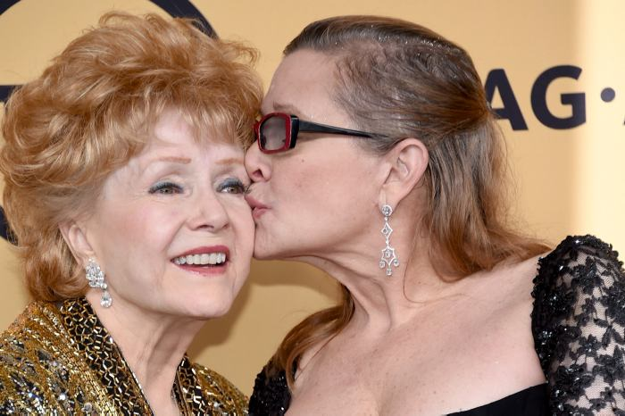 Debbie Reynolds quiso irse con Carrie: Todd Fisher