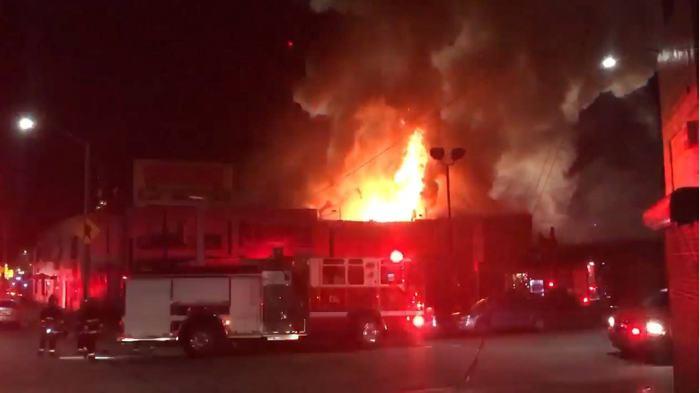 Habría 40 muertos en un incendio en un concierto en California