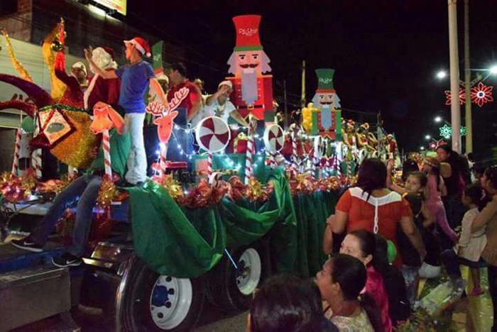 Fotos Carrozas Navidenas.Sincelejo Se Engalano Y Lleno De Alegria Con Desfile