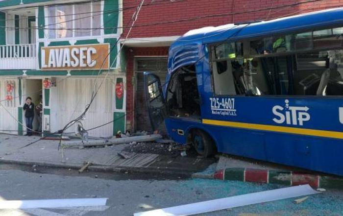 Dos muertos y 29 heridos deja accidente de un bus del SITP