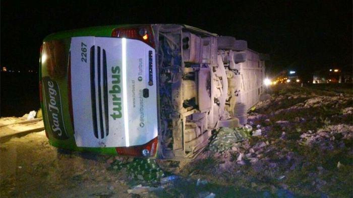 ¡Tragedia en carretera! 19 personas muertas tras accidentarse un bus en Argentina