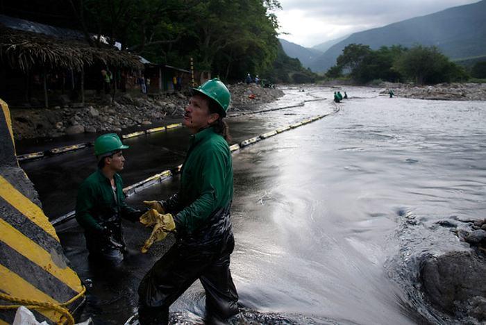 ELN bombardea oleoducto antes de sentarse hacer la paz en Quito