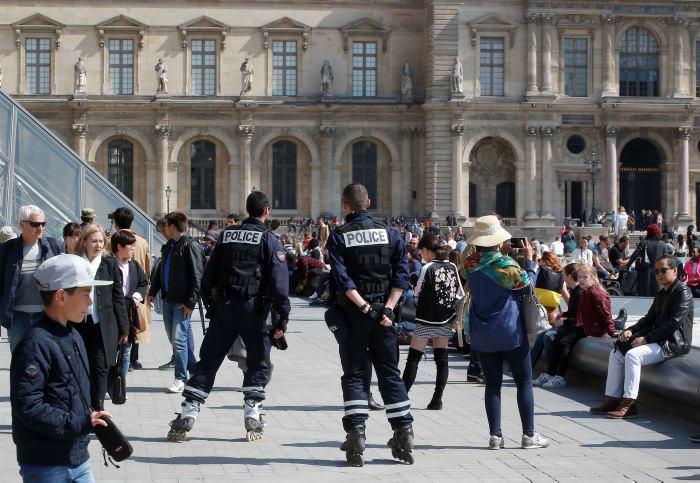 Un policía muerto — Ataque en París