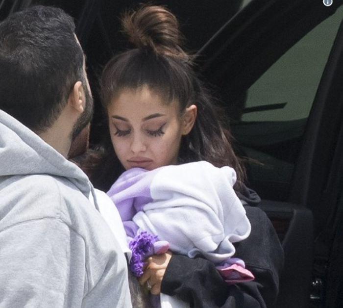 Ariana suspende indefinidamente gira de conciertos — Reino Unido