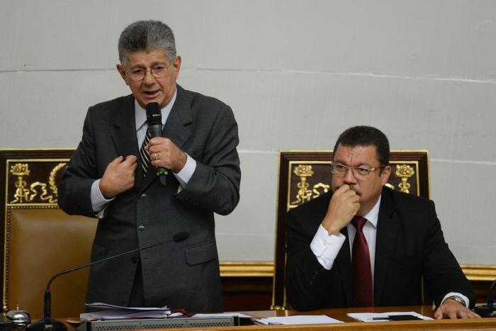 INAC prohíbe vender boletos aéreos a diputados opositores — Ramos Allup