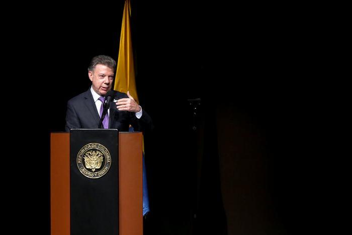 Santos hace llamado a Fecode para lograr