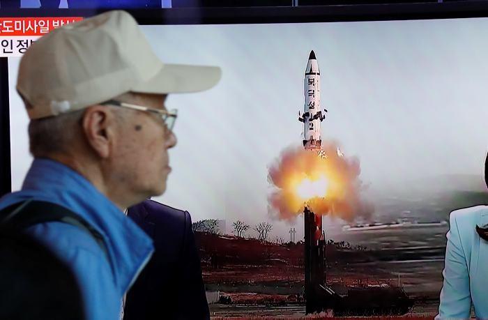 Presume Norcorea prueba de nuevo misil con 'ojiva nuclear pesada'