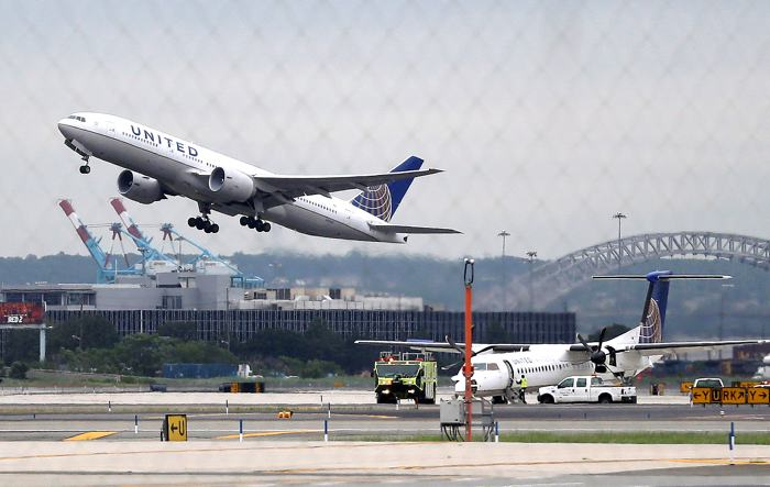Se demora vuelo de United Airlines por un escorpión
