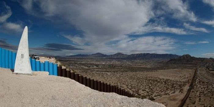 Trump anuncia planes para un muro solar y cambios migratorios