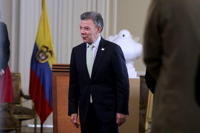 Macron reitera apoyo de Francia a proceso de paz en Colombia