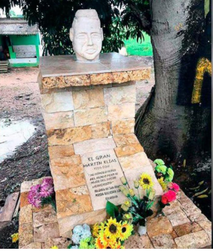 Construyen escultura en honor al cantante de vallenato
