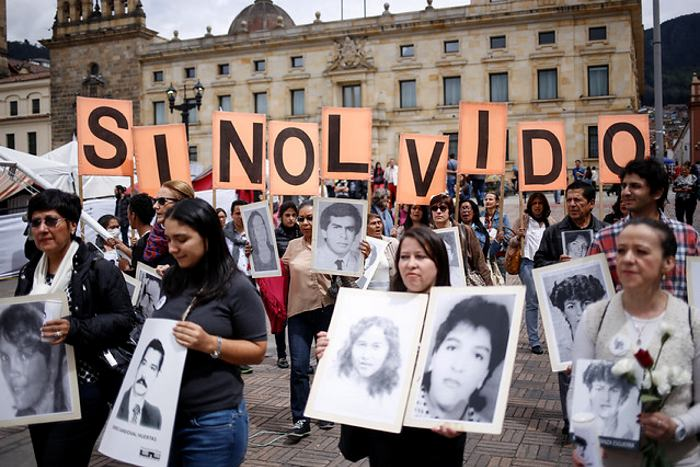 Hallan a desaparecido en Palacio Justicia colombiano en tumba de magistrado