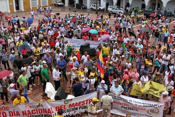 Santos destaca acuerdos logrados con los maestros