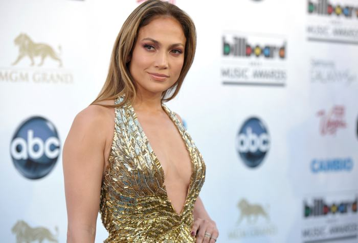 #FOTO Fatal ERROR de photoshop en sexy foto de Jennifer Lopez