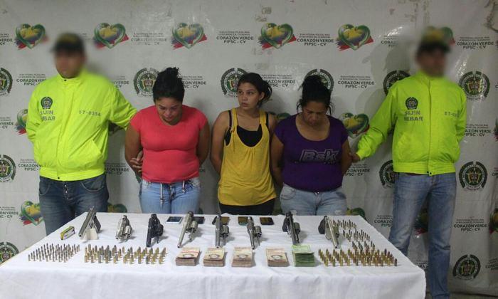 Capturan en Colombia a tres venezolanas cuando intentaban vender armamento