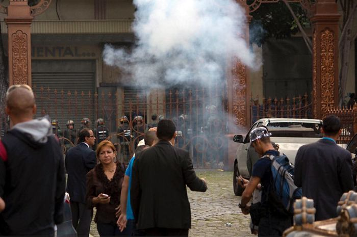 Venezuela: un policía secuestró un helicóptero y disparó sobre Caracas