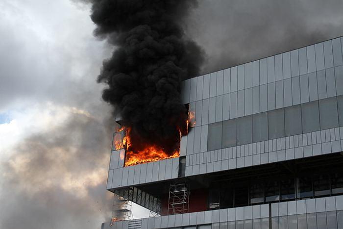 Controlado incendio en edificio ubicado cerca a Corferias (Bogotá)