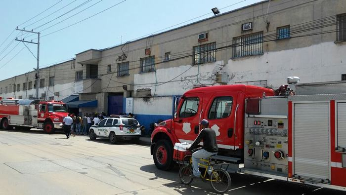 Bomberos atienden incendio en la cárcel Modelo, de Barranquilla