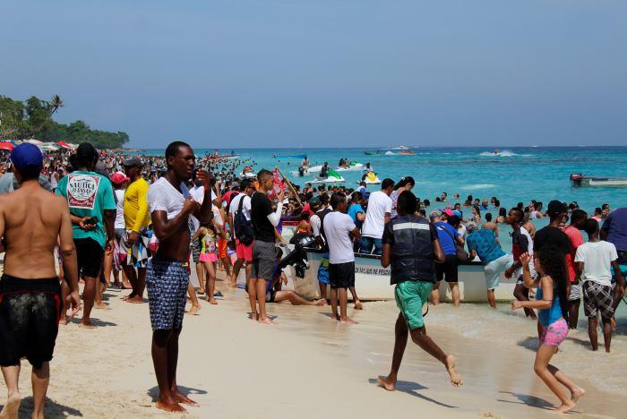 Alcalde de Cartagena se opone al cierre de Playa Blanca