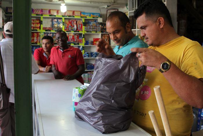 8dc2ce92b En algunos comercios siguen adaptándose al impuesto a las bolsas plásticas