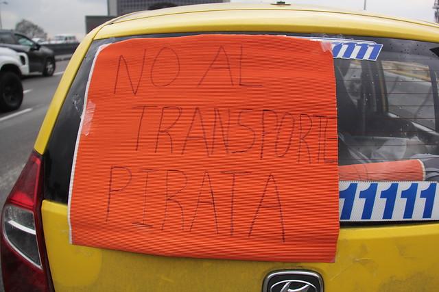 Un herido por riña entre taxistas y conductores de Uber