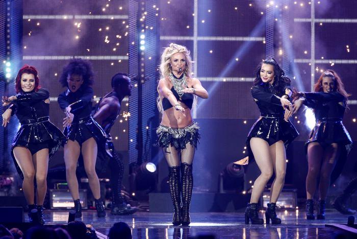 Britney suspende su concierto por un hombre