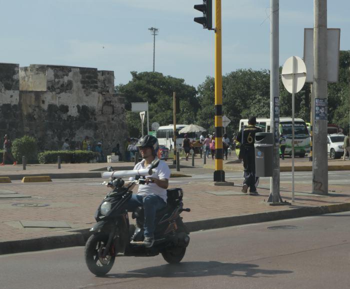 moto elctrica en la avenida luis carlos lpez luis e herrn