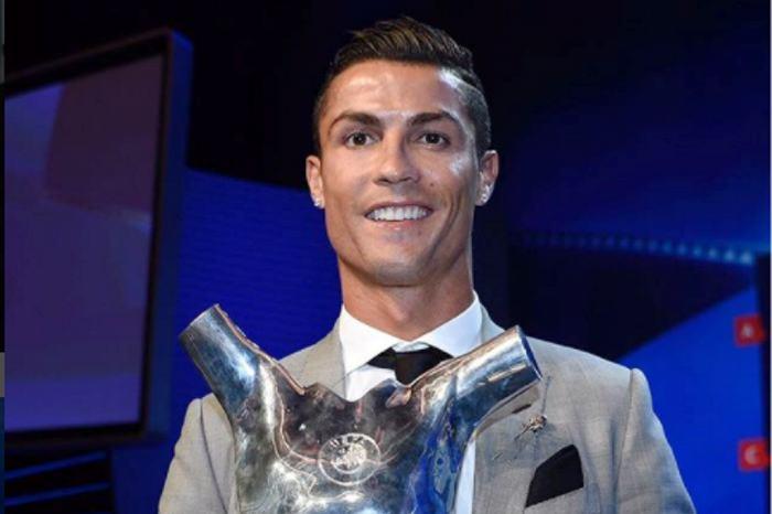 Cristiano Ronaldo presume su nuevo y exclusivo Ferrari