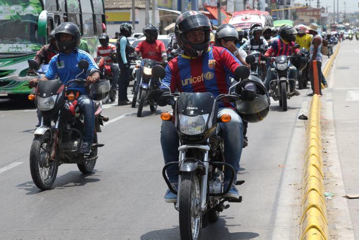 Resultado de imagen para se extiende la medida de prohibe motos despues de once de la noche